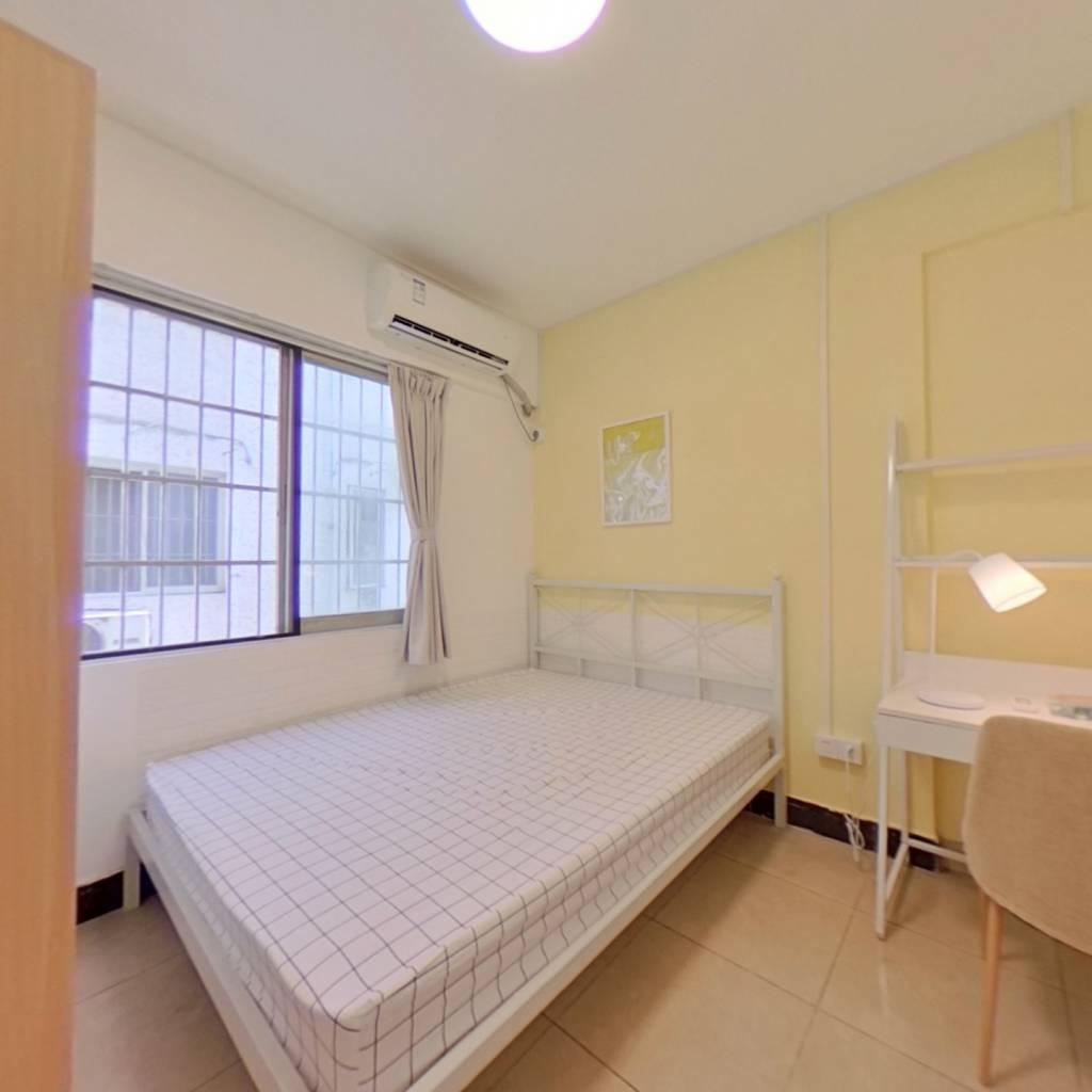 合租·棠德花园 3室1厅 南卧室图