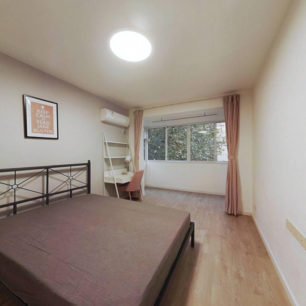 合租·珠江路(玄武) 3室1厅 北卧室图