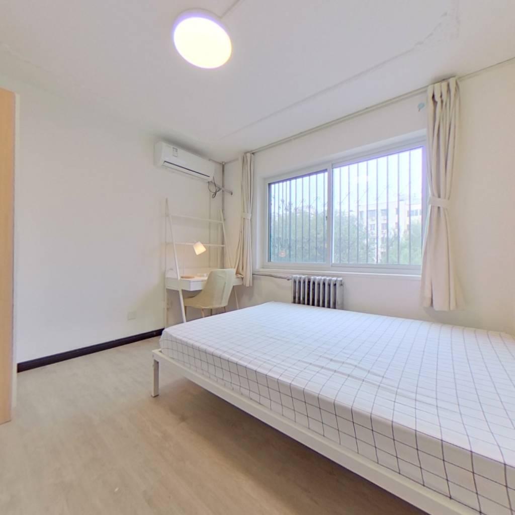 合租·华润小区 3室1厅 东卧室图