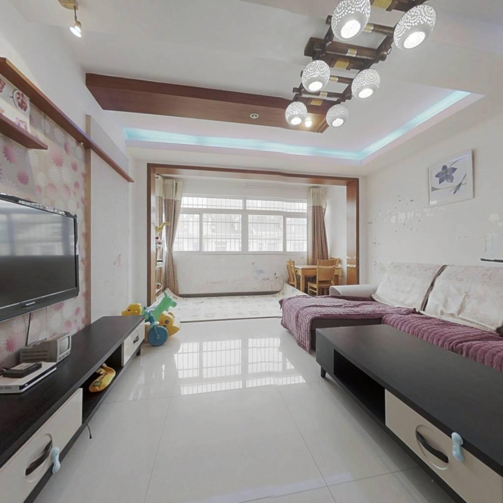 婚房装修,带阁楼,单价低全小区,诚心出售