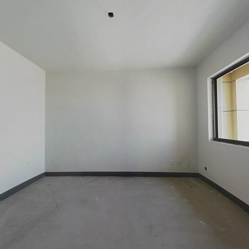 环山北路安置房 4室2厅 南 北