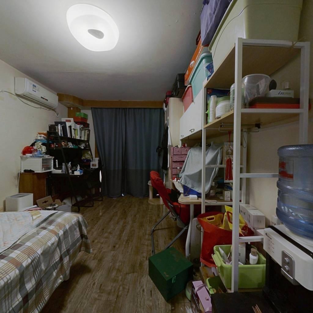 中关村 三居室 中间楼层 满五年家庭一套住宅