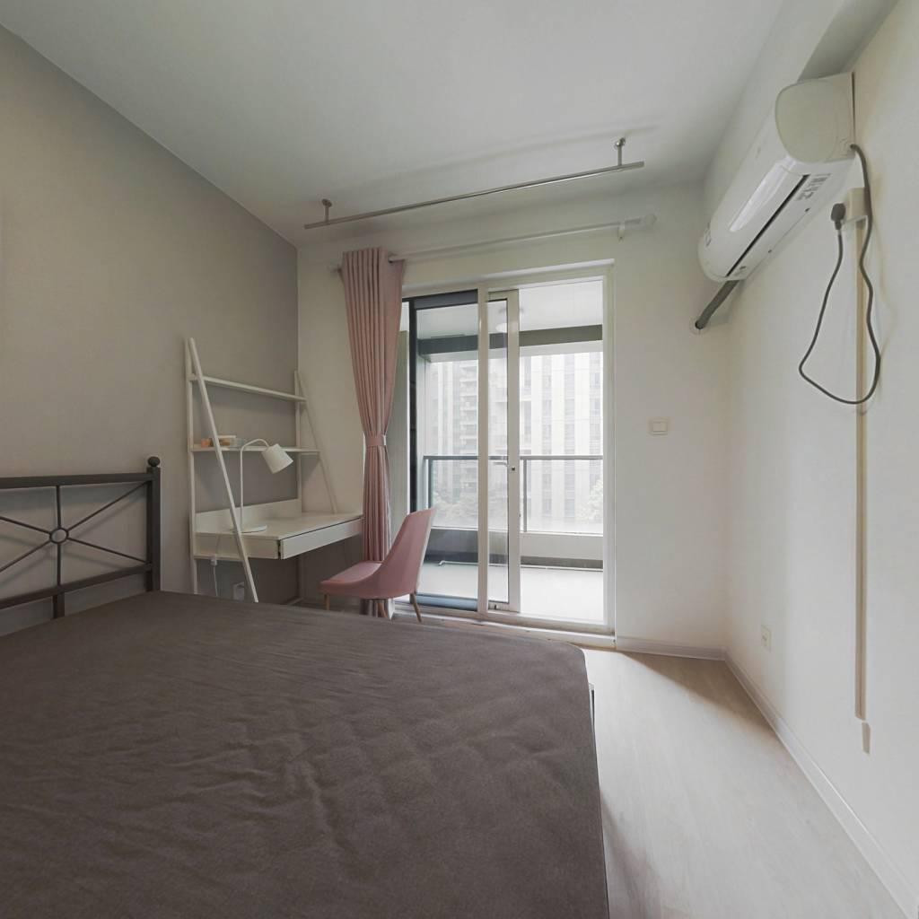 合租·金色黎明二期 4室1厅 北卧室图