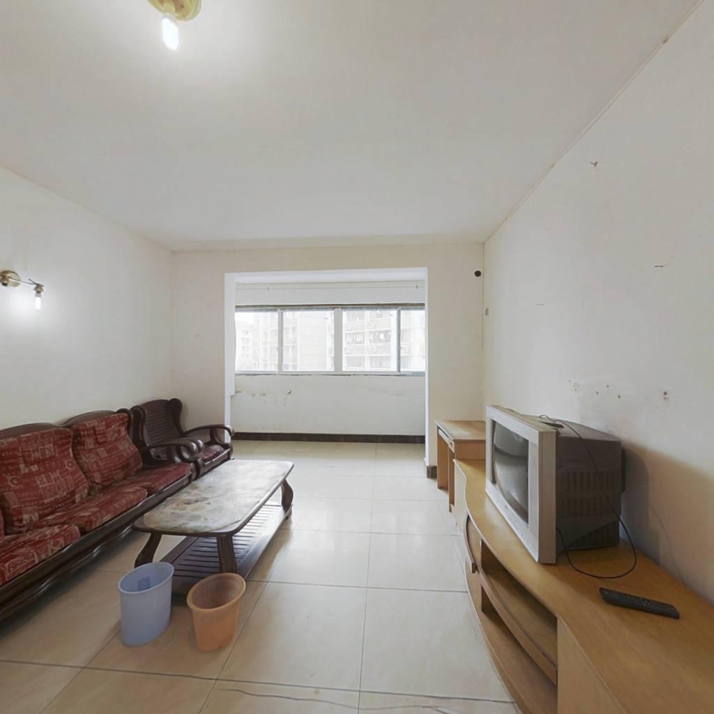 江景房,客厅带阳台,房子新,简单装修,采光好