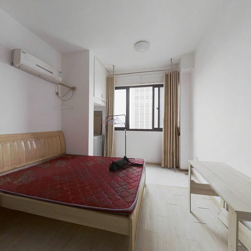 精品公寓楼,交通便利,配套齐全。衣食住行都方便.