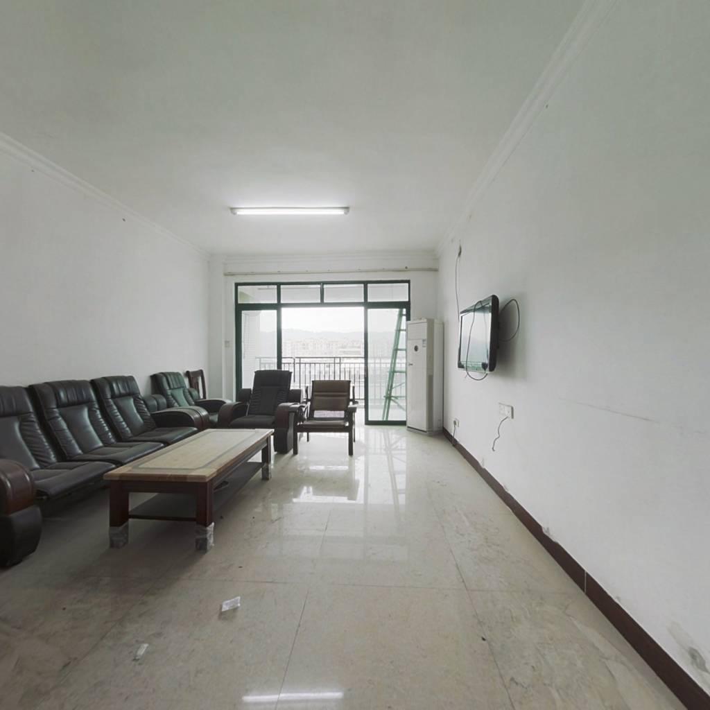 此房满五唯一, 格局方正中高楼层,采光好视野好。