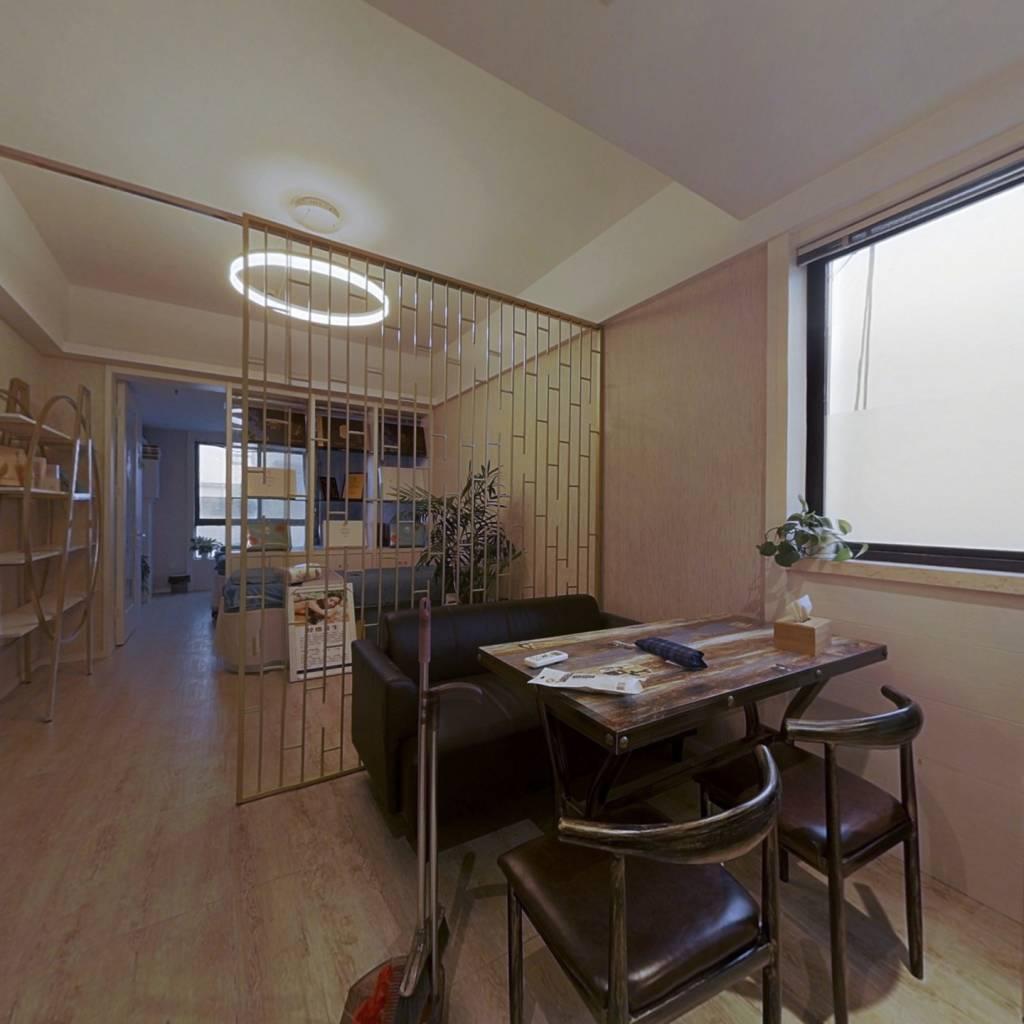 中低楼层,单身公寓,地铁站旁边,精装出租中