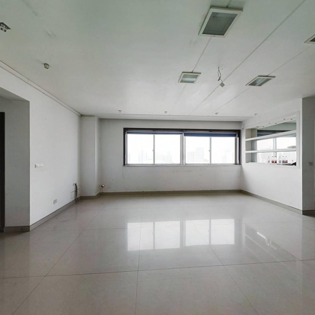 东方花苑 4室2厅 255万