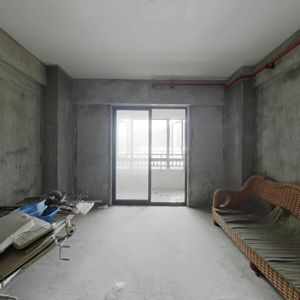 2016年新房,物业管理好,小区干净整洁,离尘不离城