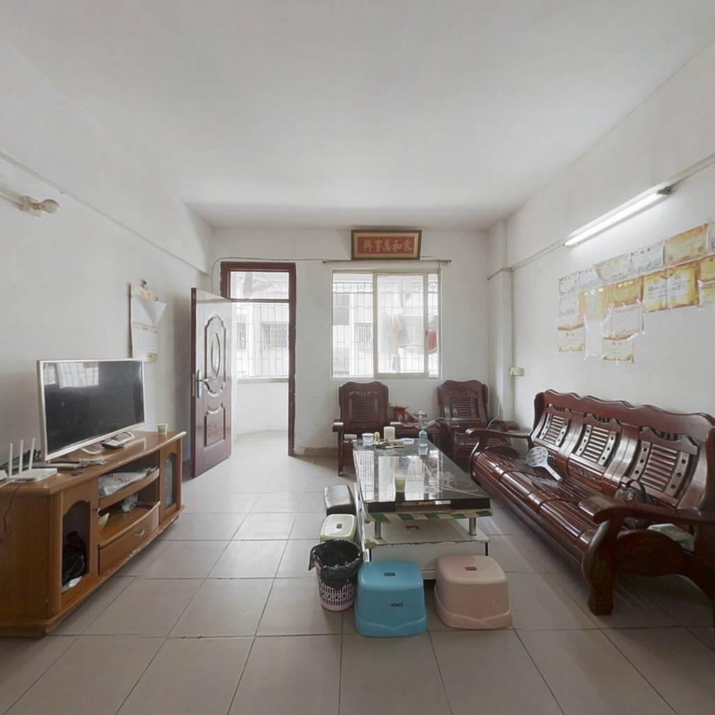 此房户型方正,大三房,采光通透,视野开阔