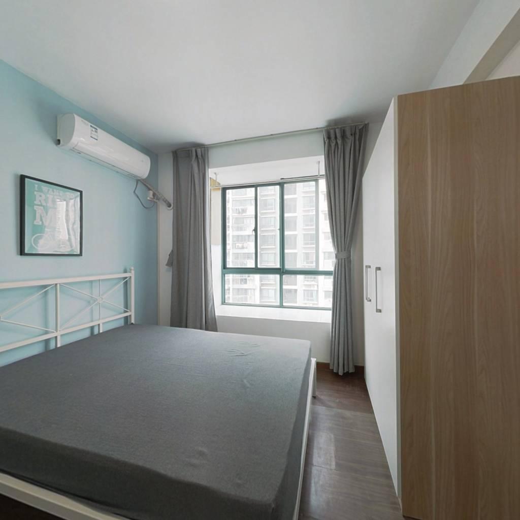 合租·中兴花园百合苑 4室1厅 南卧室图