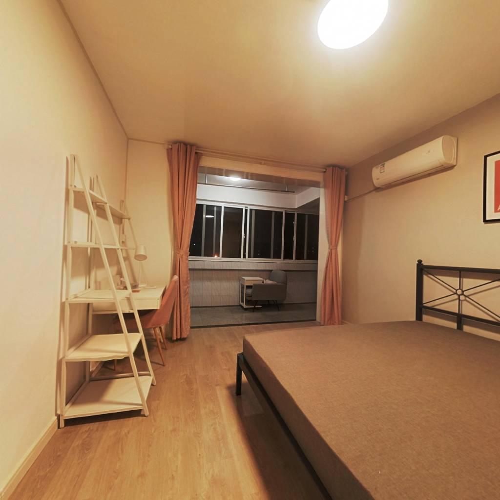 合租·奎照路411弄 3室1厅 西卧室图