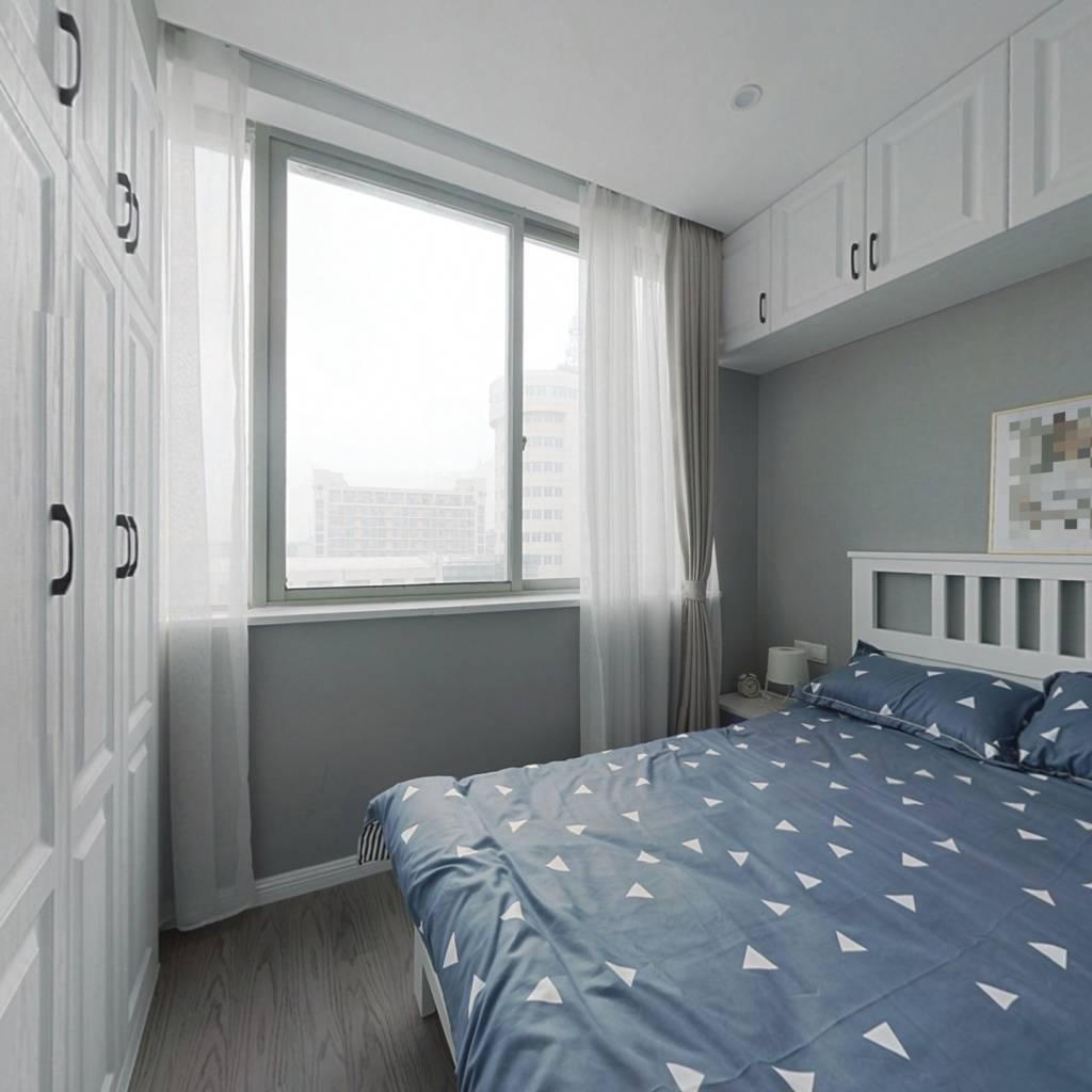 此房四十年公寓 新装修 拎包入住 首付一半