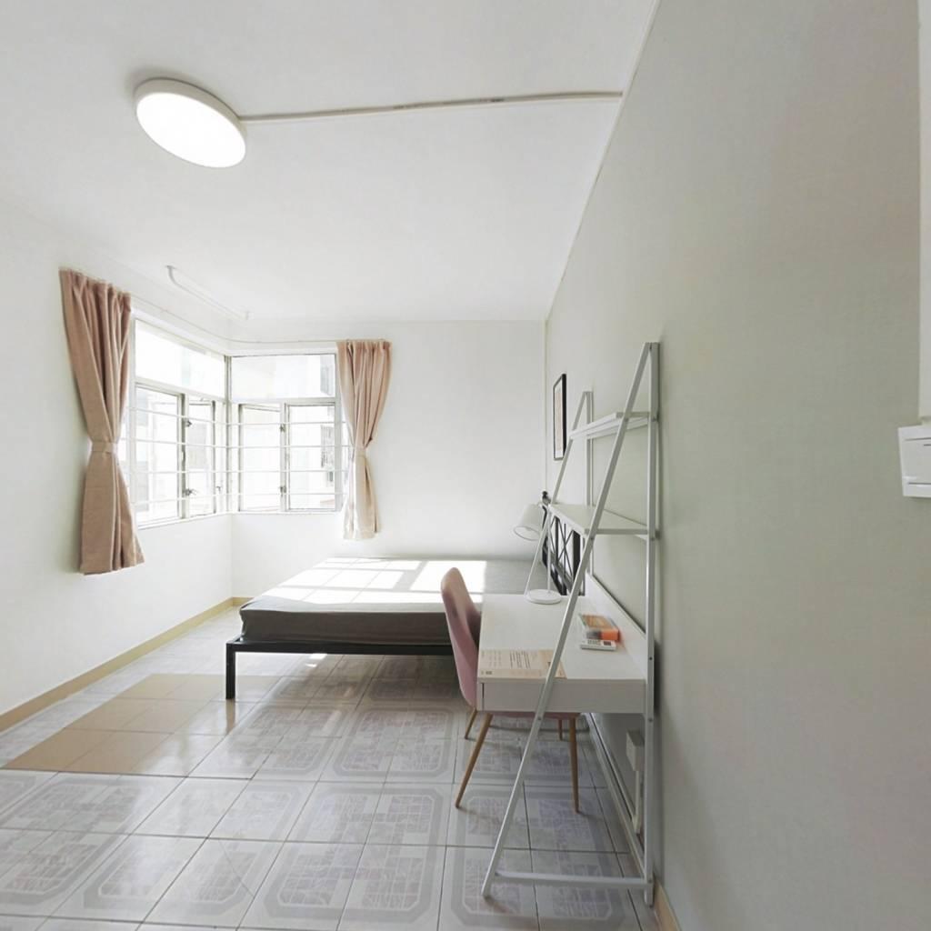 合租·东乐花园 3室1厅 南卧室图