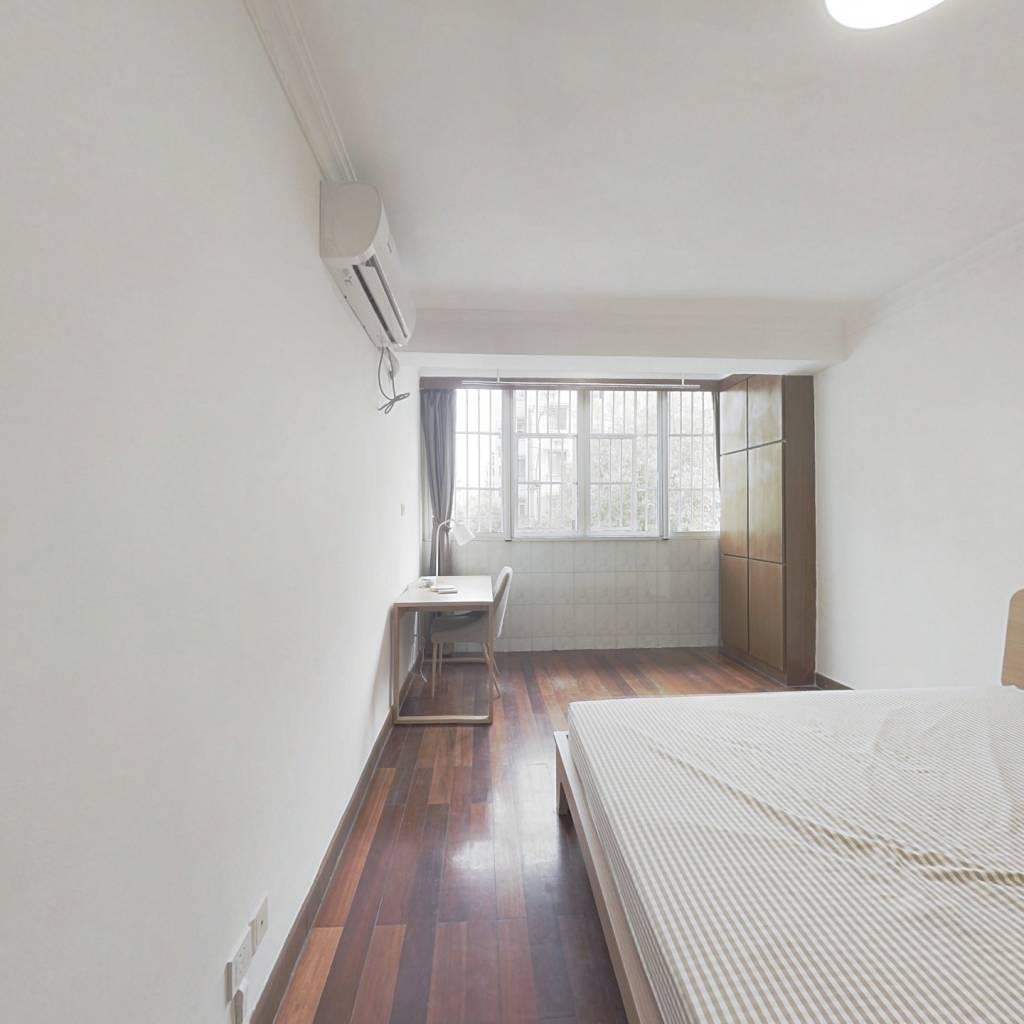 合租·锦龙苑 3室1厅 南卧室图