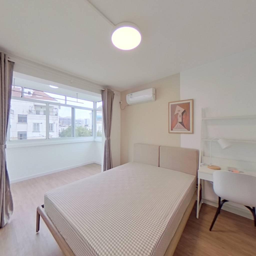 合租·静安新城十区 3室1厅 西卧室图