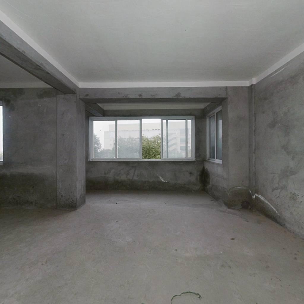 谢家路名苑二楼  92平   有一个架空层