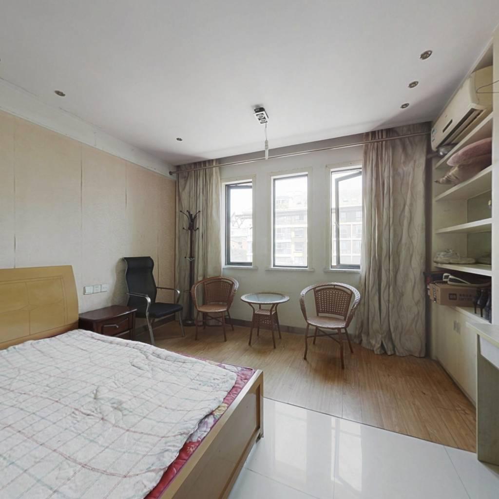 汇金公寓,35平,交通便利,适宜居住。