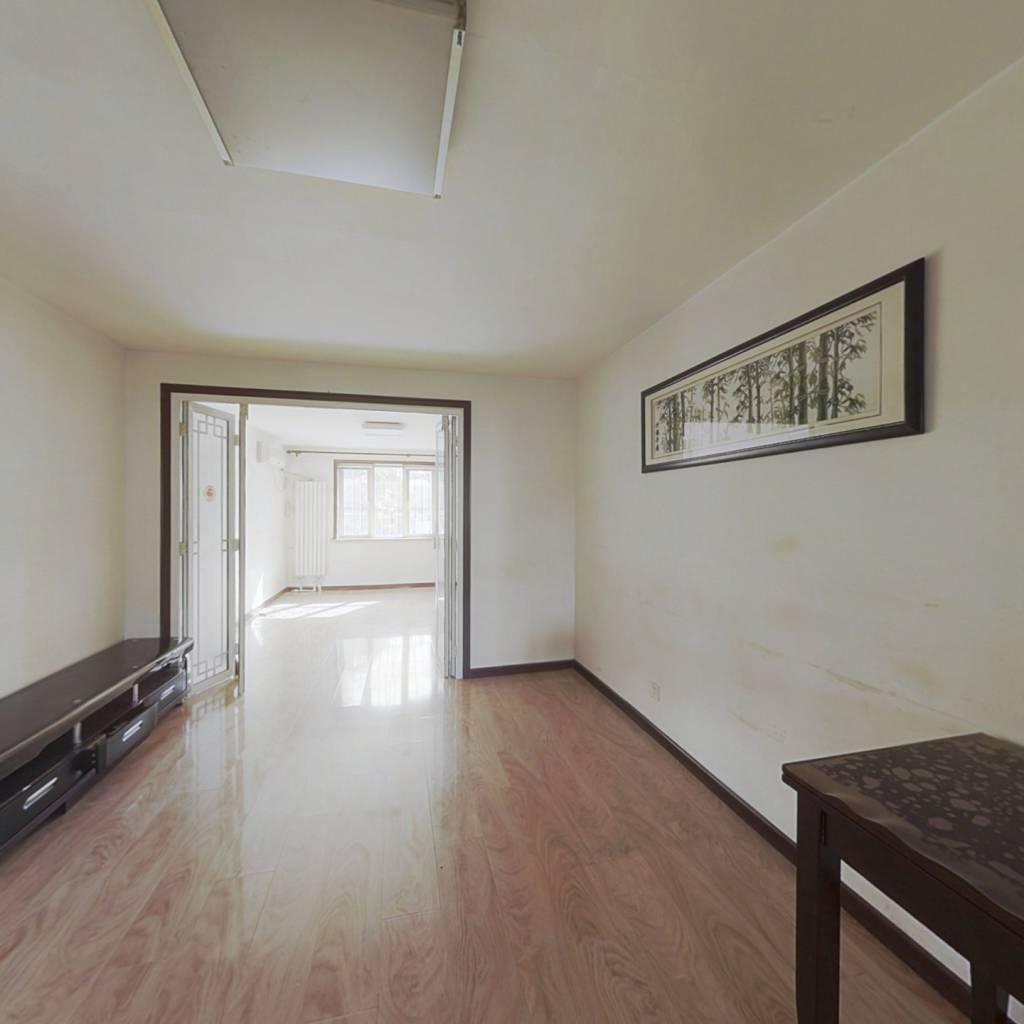 此房满五年没有二套,简单装修,产权清晰。