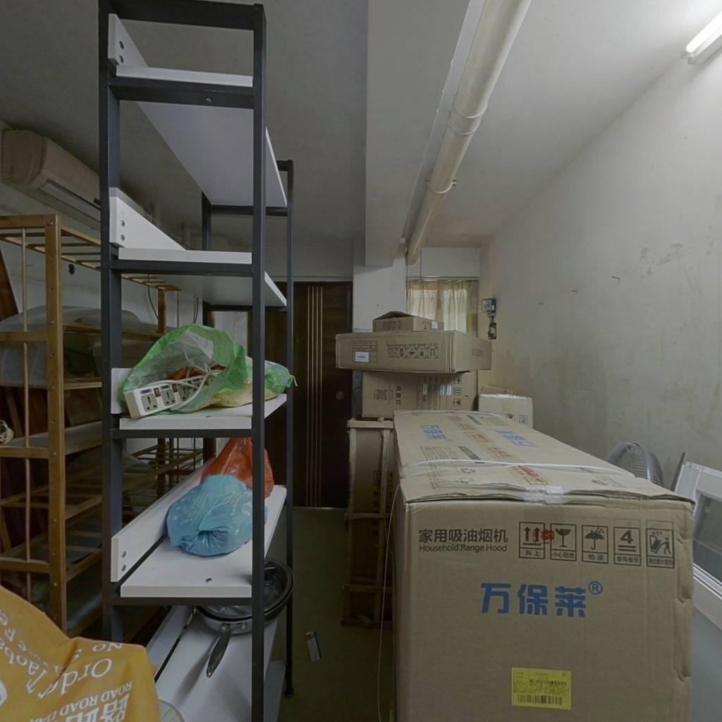 一楼住宅性质商品房,图片只是一半面积,旁边也是一起