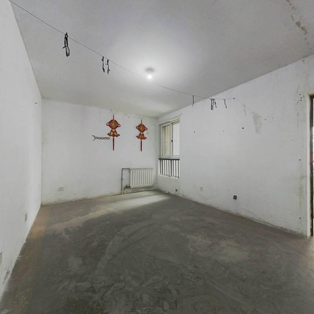 此房是双南卧套二,楼层好,采光视野没有遮挡