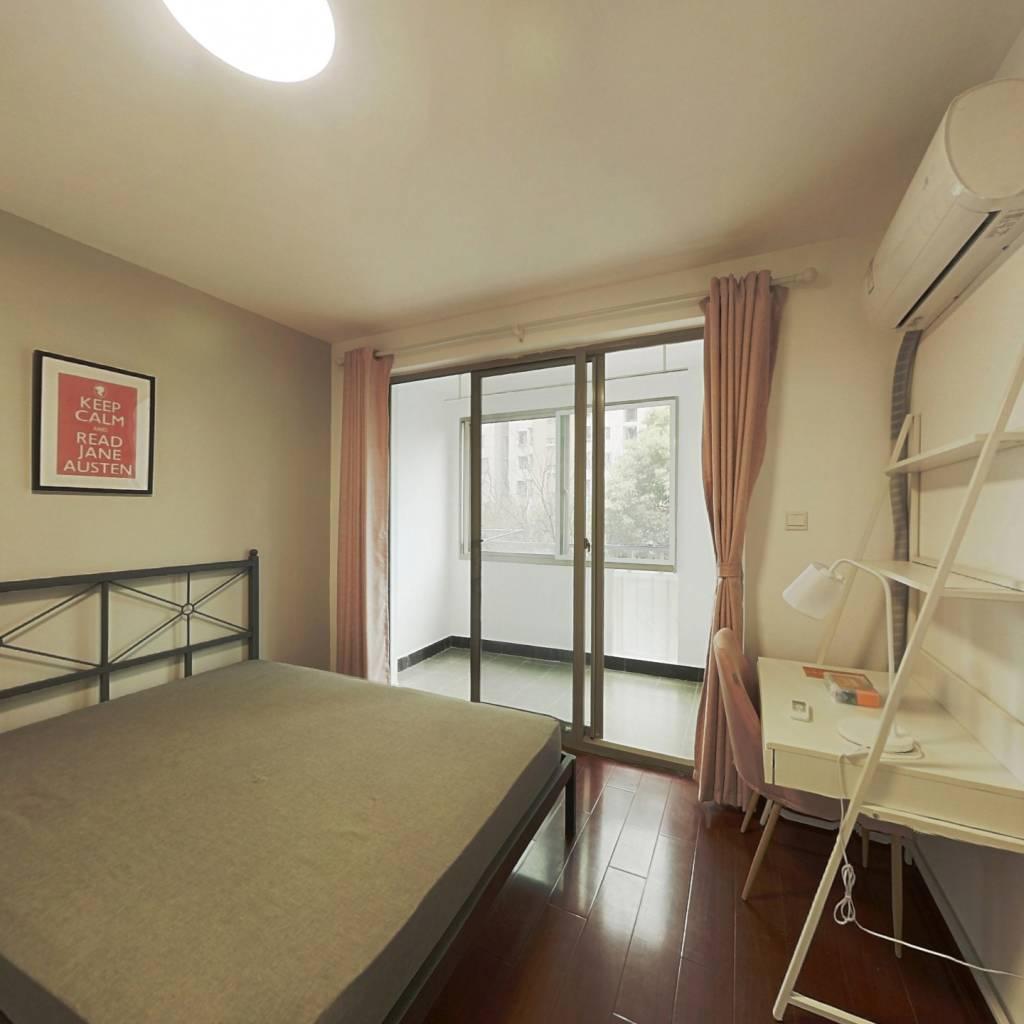 合租·馨佳园(韶山路419弄) 3室1厅 南卧室图