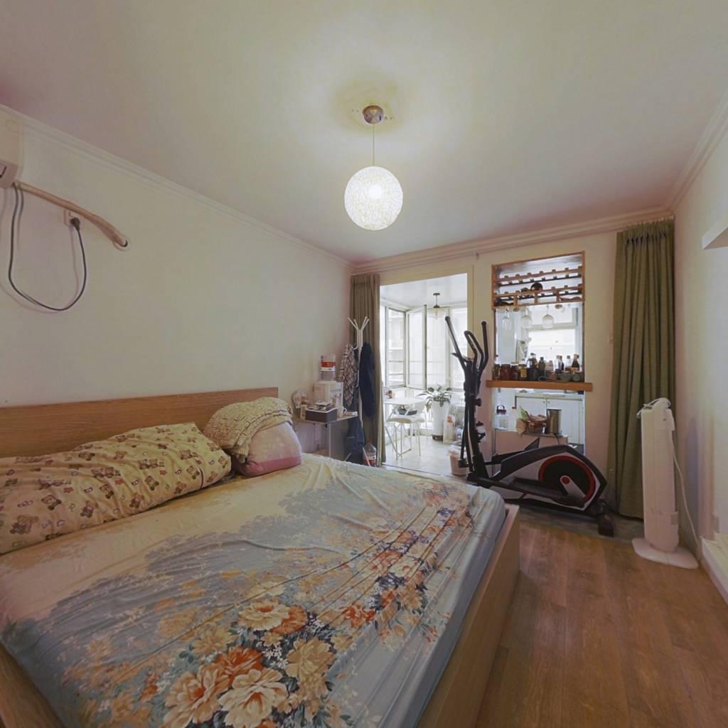 城华园精装一居室 落地窗 楼龄新 原值高 出售诚意高