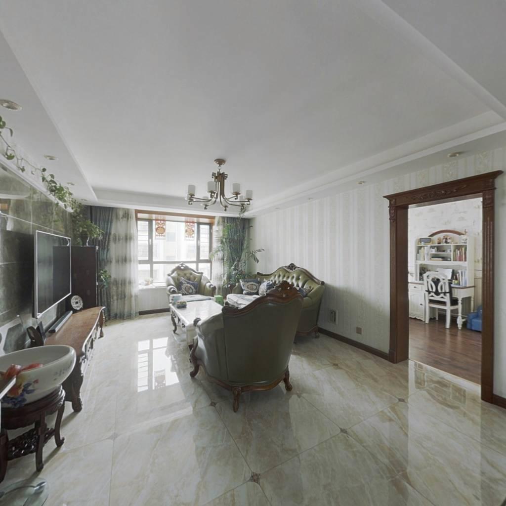 此房为四楼带阁楼,面积大,实用性强,采光好。