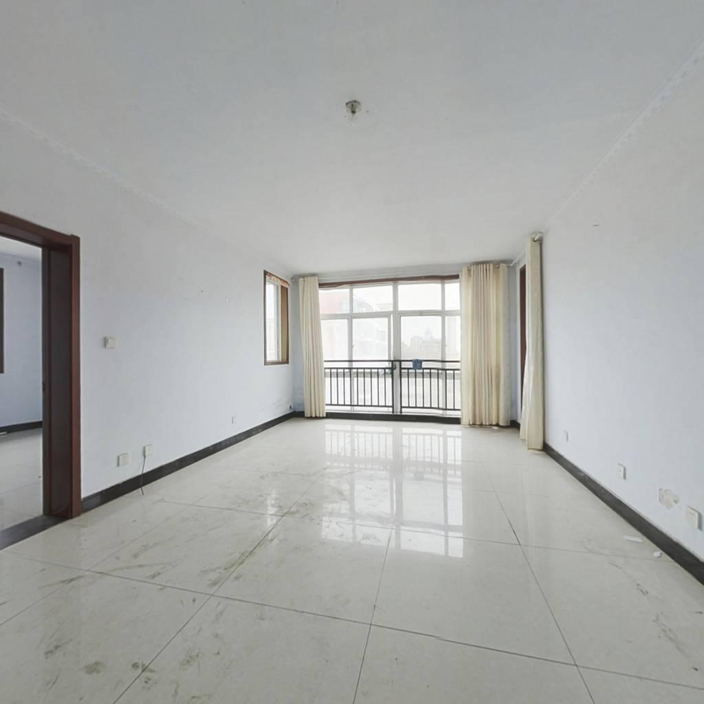 精装修,大两室,阳台加露台,采光好,视野宽阔