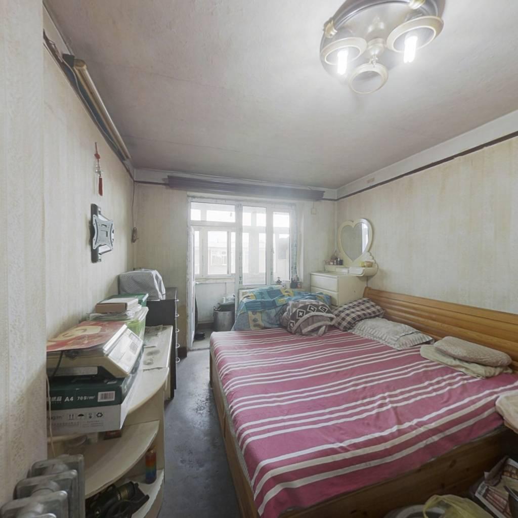 此房是南江东里顶楼企业产拆间。