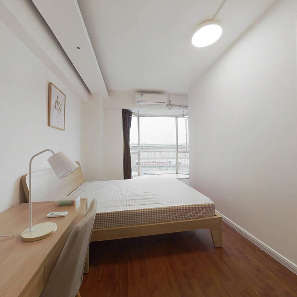 合租·紫藤花园 4室1厅 北卧室图