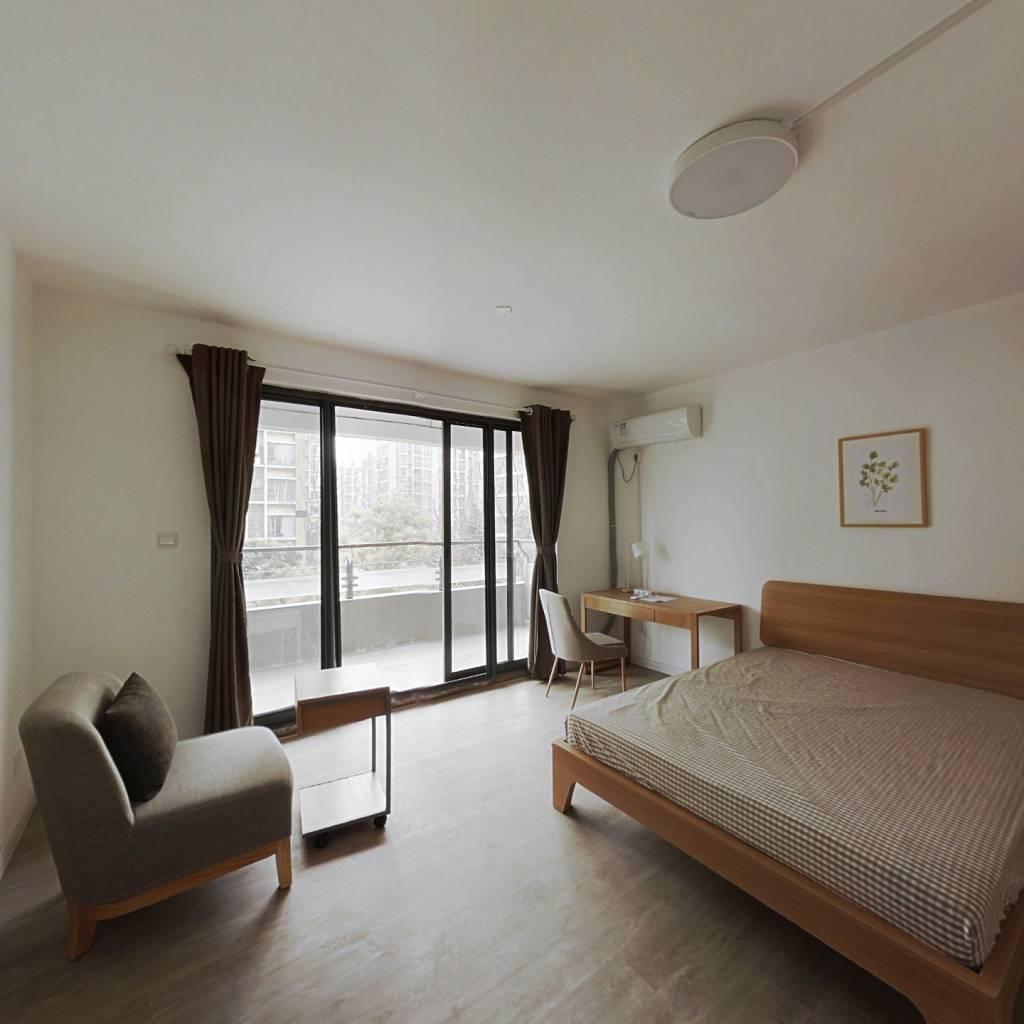 合租·万达紫金明珠 5室1厅 南卧室图