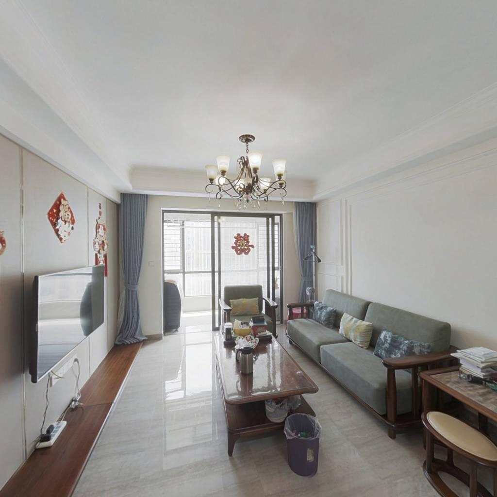 此房产权证满两年 精装修 楼中楼 客厅带阳台朝南