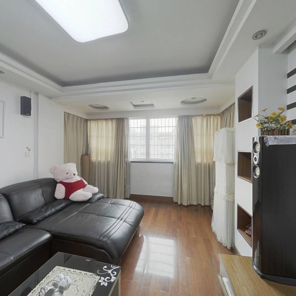 房户型方正,得房率高,装修保养好,楼层好采光无遮挡.