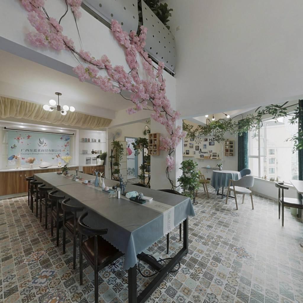 此房位于广西电视台旁,位于民族广场,出行便利.