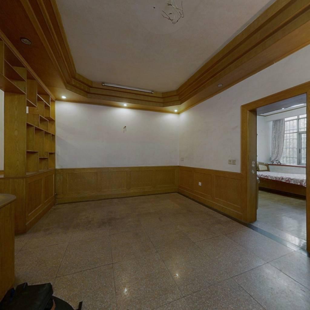 三房134平单价5000元 房东诚心卖  看中价格可议!