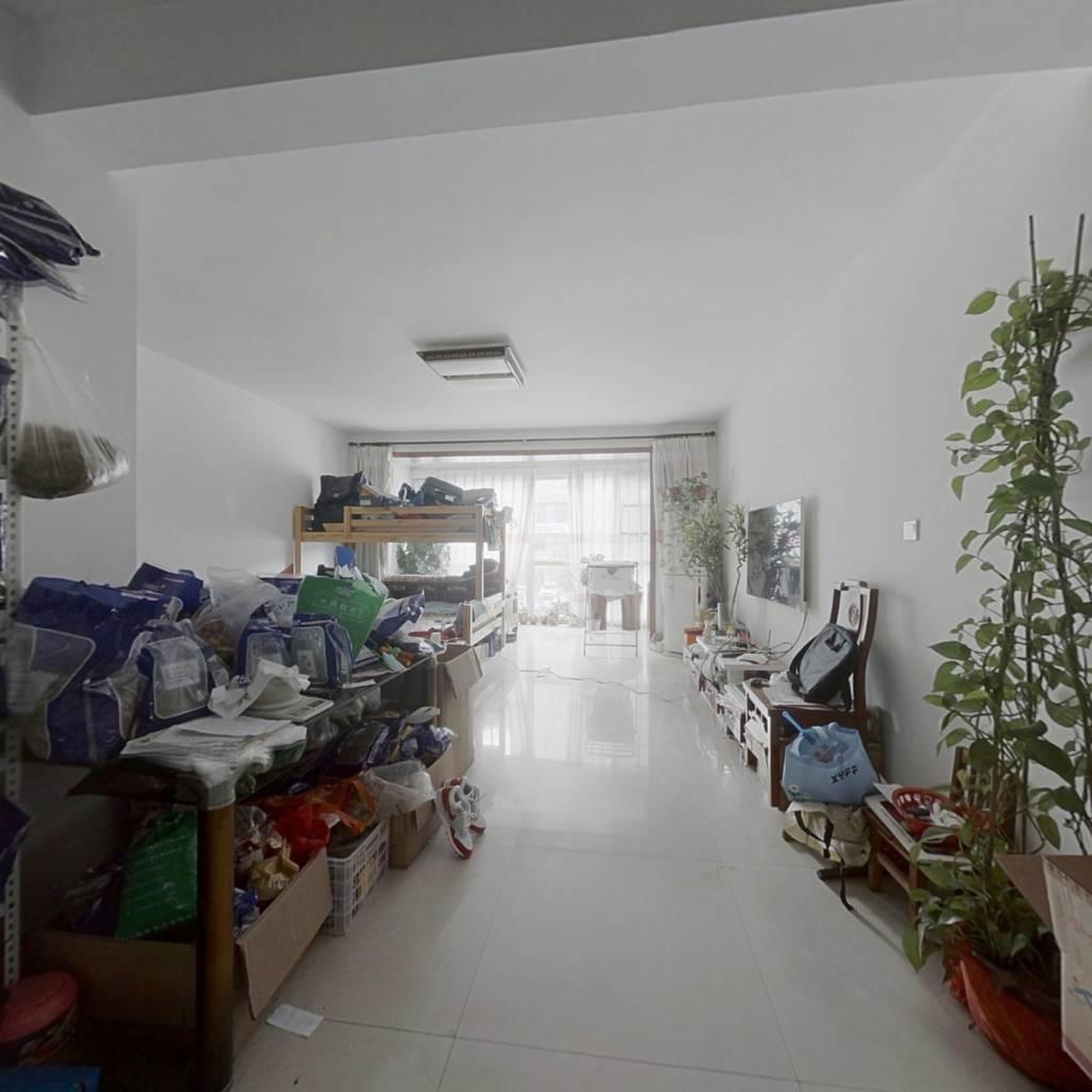 世纪花园东区,带电梯两室。户型通厅通卧,诚心出售