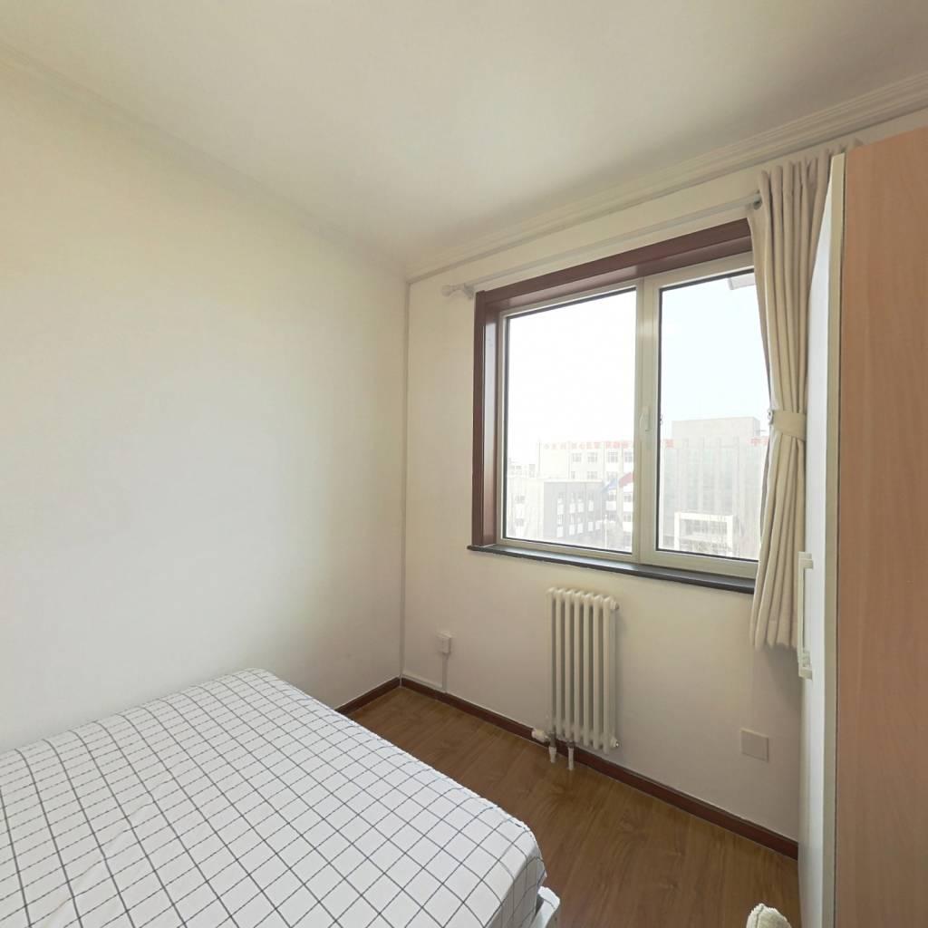 合租·六里屯四区 3室1厅 南卧室图