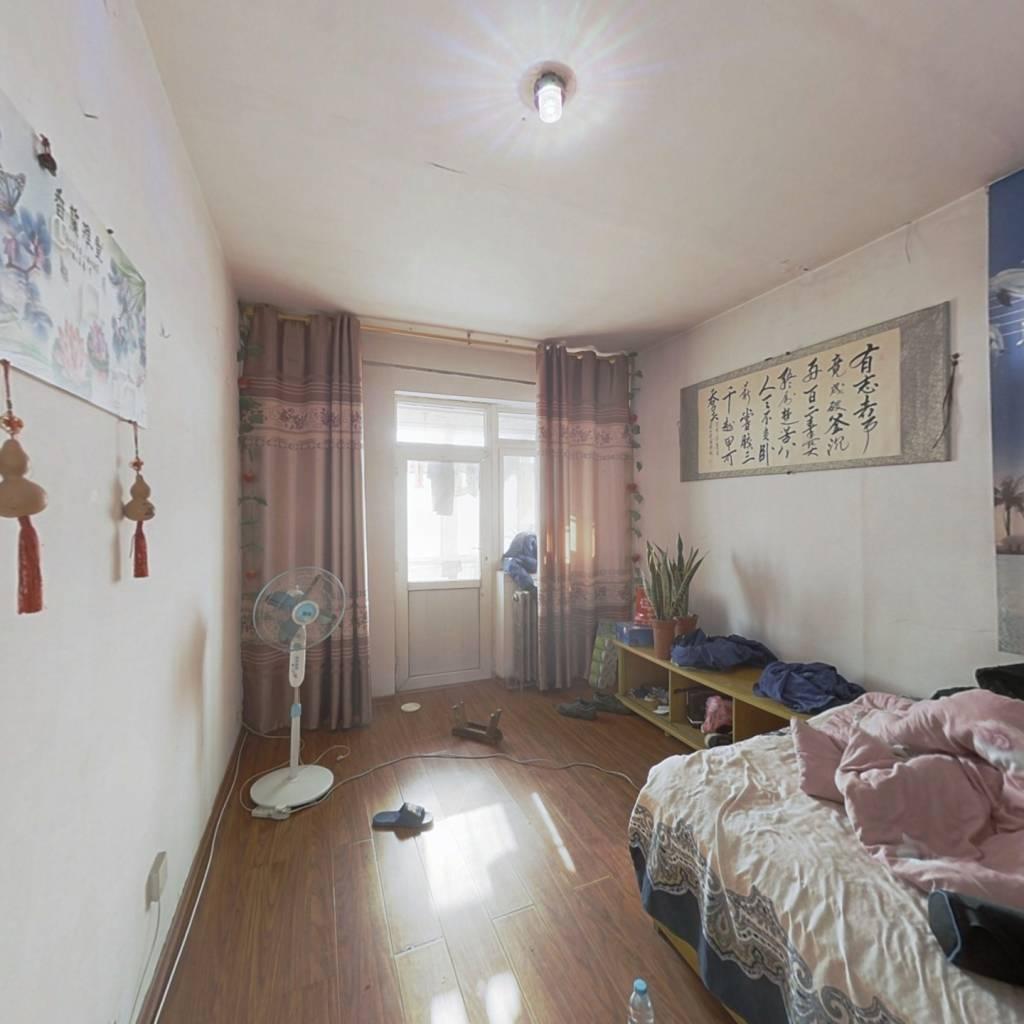 安泰小区两室,简装,有租户,房主急售