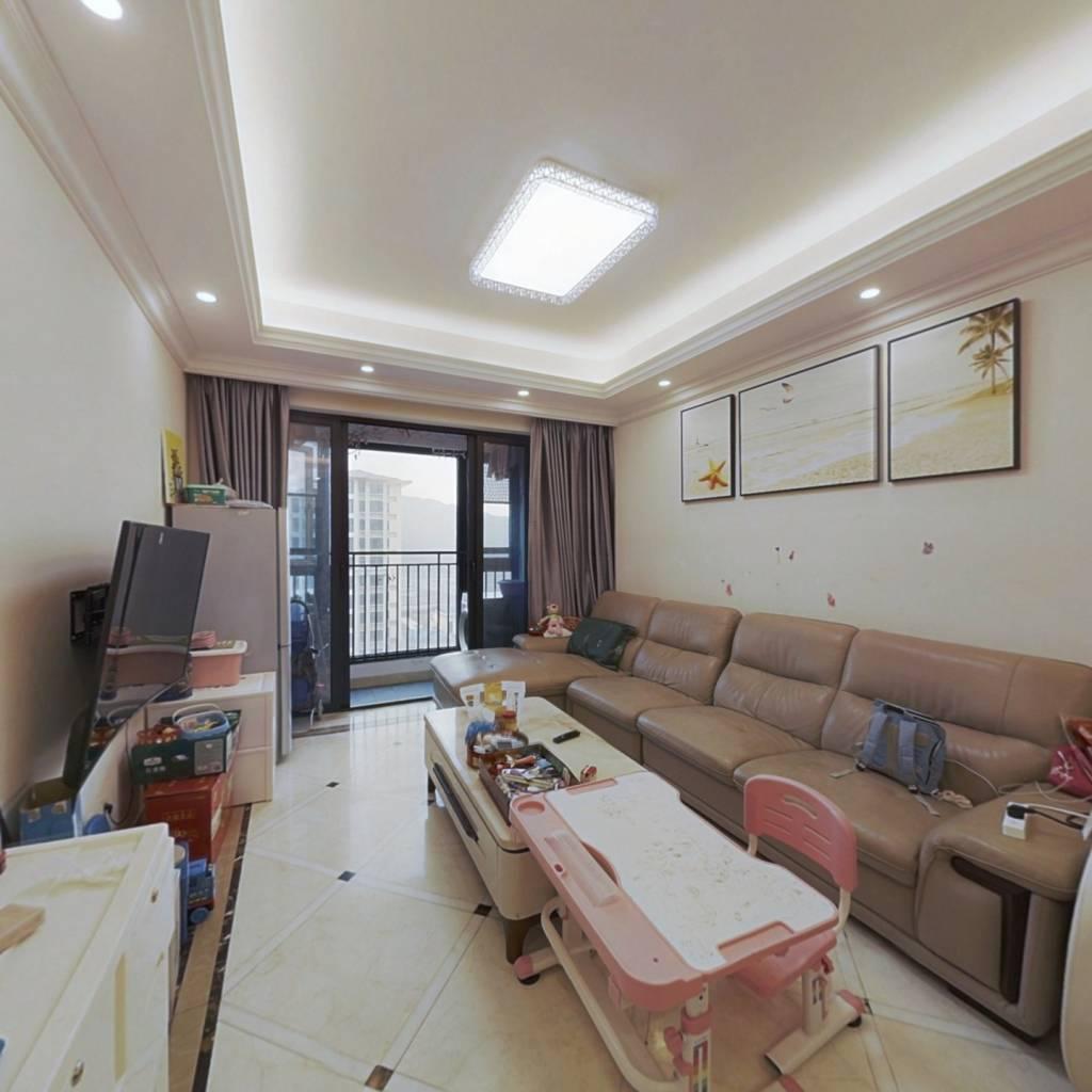 横琴花园小区高楼层精装3房诚意出售
