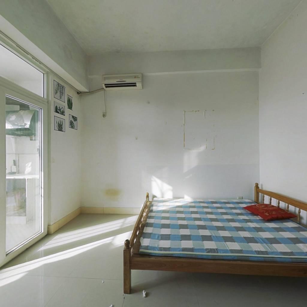 时代阳光公寓  一室一厅,中等装修,业主诚心出售