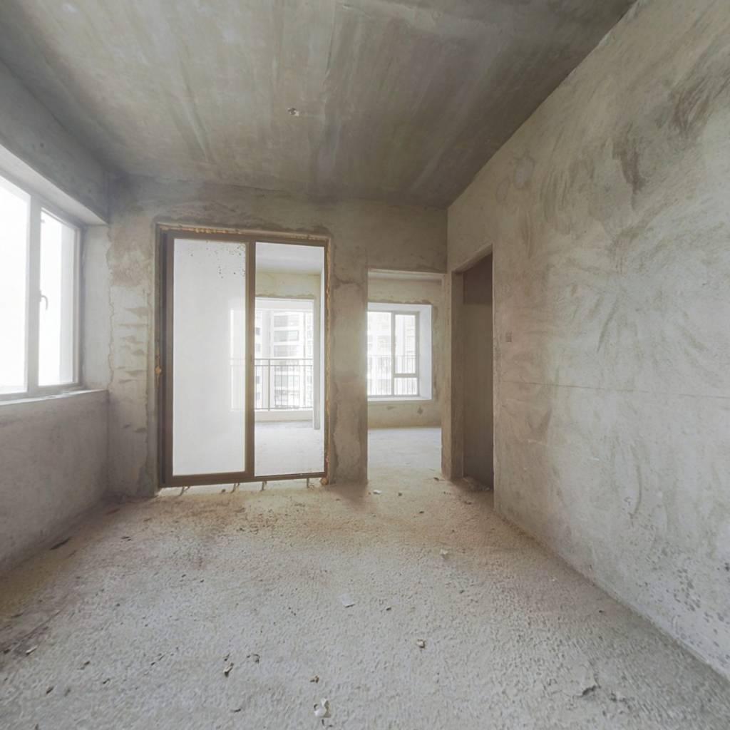 此房契税满两年,地段位置好。楼下就是沃尔玛