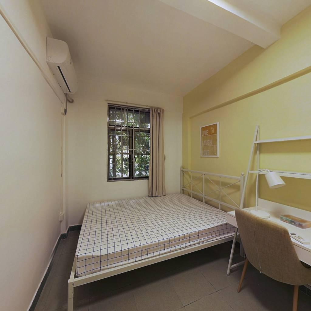 合租·梅花路 4室1厅 北卧室图