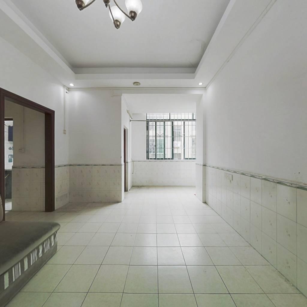 少有的锦砖步梯房。低楼层的舒适