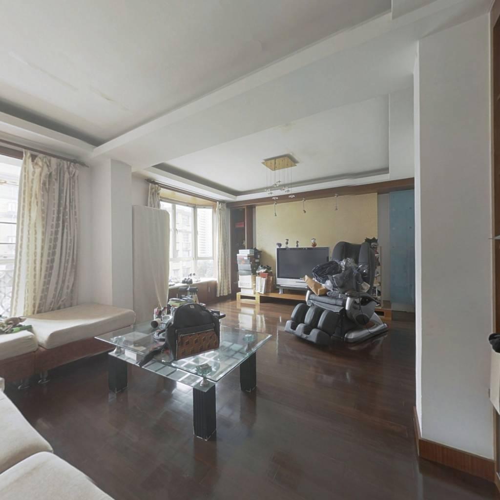 5复6楼还带一个阁楼  商品房  近地铁 诚意出售。
