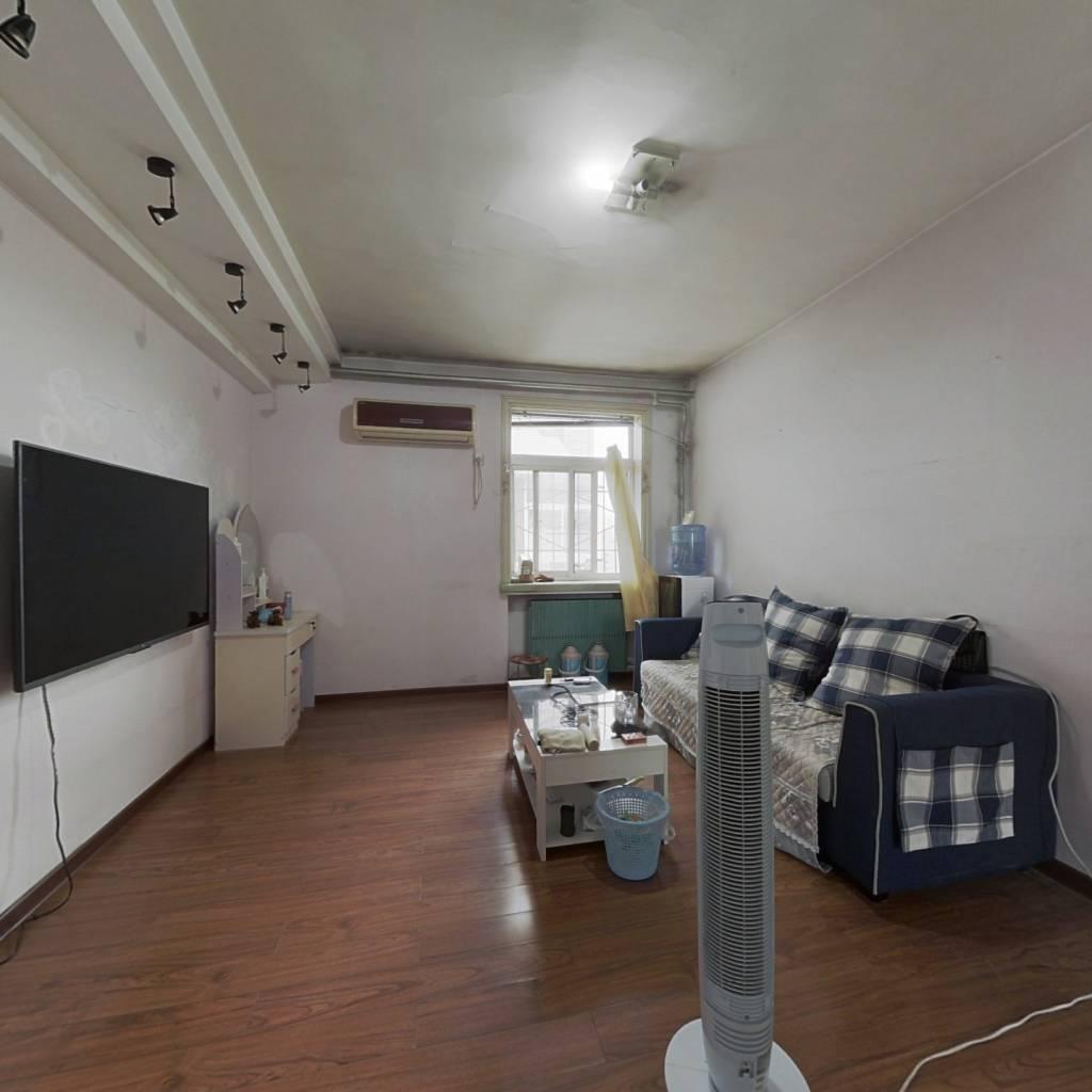 吉尔西苑 两室一厅一厨一卫 有地下室
