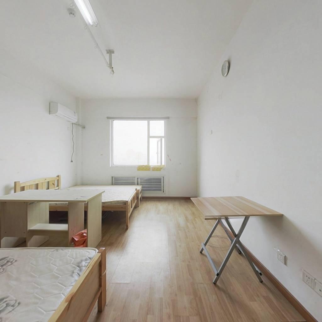 华夏五金城一居室单身公寓拎包入住