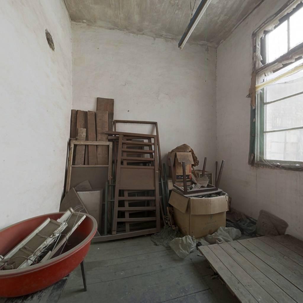 哈密道片,此房公产房,税费低,价格合适,看房方便。