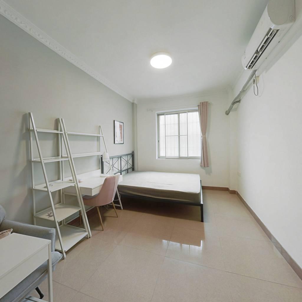 合租·体育西路 4室1厅 南卧室图