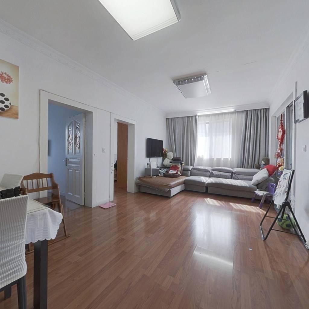 此房满五唯一税少,楼层采光通风好,视野宽敞。